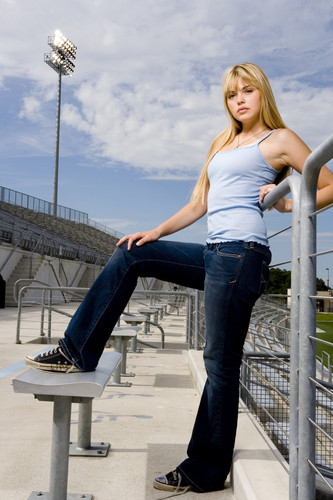 Friday Night Lights Images Aimee Teegarden As Julie Taylor