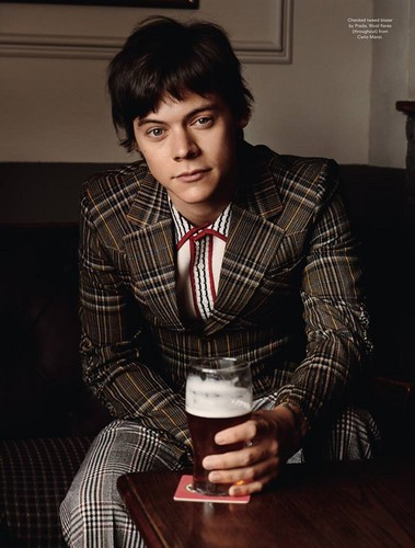 Harry Styles achtergrond with a business suit entitled Another Man HQ