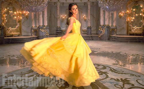 Beauty and the Beast (2017) karatasi la kupamba ukuta with a gown, a bridal gown, and a balldress titled Beauty and the Beast - EW Magazine Stills