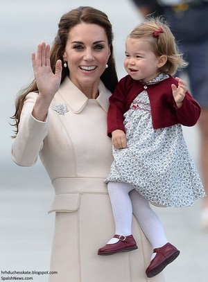 Catherine, Duchess of Cambridge and Princess charlotte on their last día in Canada 2016