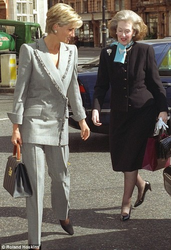 রাজকুমারী দিয়ানা দেওয়ালপত্র with a business suit, a well dressed person, and a suit titled Countess Raine Spencer, stepmother of Princess Diana