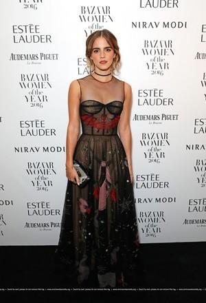 Emma Watson attends the Harper's Bazaar Women of the سال Awards 2016 at Claridge's Hotel on October