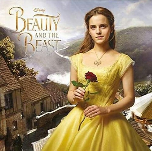 Beauty and the Beast (2017) پیپر وال probably with a gown, a bridesmaid, and a رات کے کھانے, شام کا کھانا dress called Emma as Belle
