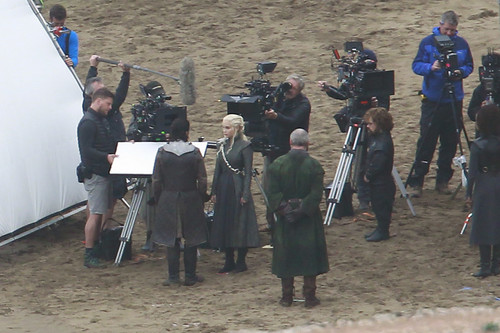 Behind the scenes&Bloopers - Page 2 Game-of-Thrones-Season-7-Filming-game-of-thrones-39977041-500-333