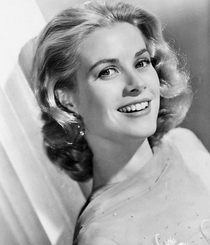 beroemdheden who died young achtergrond with a portrait titled Grace Patricia Kelly (November 12, 1929 – September 14, 1982)