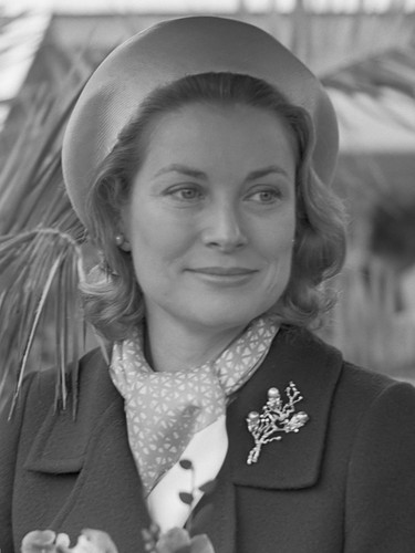 Знаменитости, которые умерли молодыми Обои probably with a business suit and dress blues called Grace Patricia Kelly (November 12, 1929 – September 14, 1982)