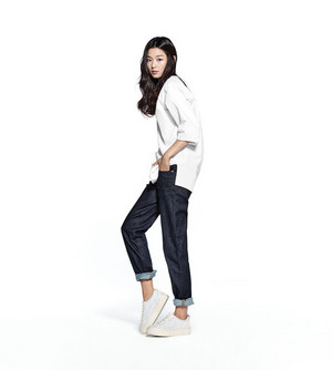 JUN JI HYUN IS NEW म्यूज़् FOR SUE COMMA BONNIE SNEAKERS