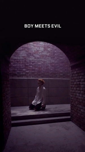 Jhope~boy meets evil?? ?