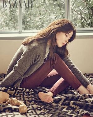 Lee Bo Young exudes autumn elegance in 'Harper's Bazaar'
