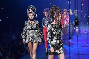 Marc Jacobs Fashion Показать