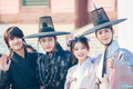 Moonlight Drawn 由 Clouds