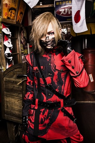 Gossip ゴシップ achtergrond possibly with a hip boot, a newsstand, and an outerwear called Ritsu