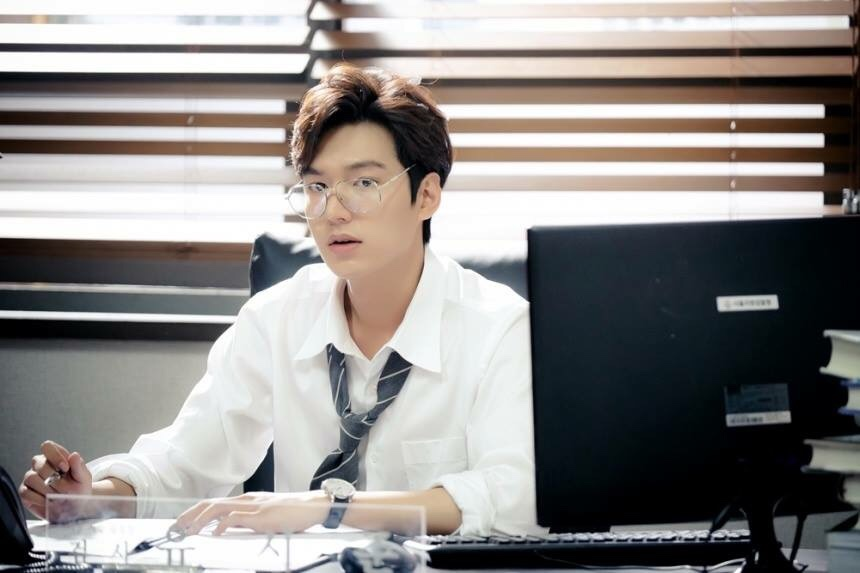Still cuts of  The Legend of the Blue Sea