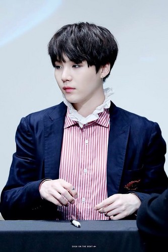 Suga (BTS) 壁紙 with a business suit titled Suga❤