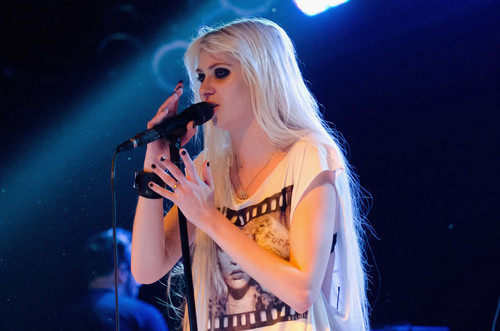 Music wallpaper with a concert called Taylor Momsen