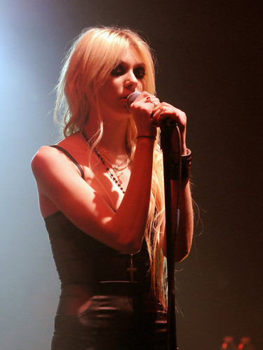 Music wallpaper probably containing a concert called Taylor Momsen