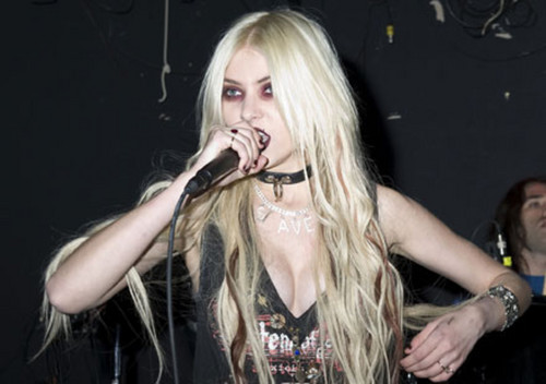 Music wallpaper possibly with a concert, attractiveness, and a portrait entitled Taylor Momsen