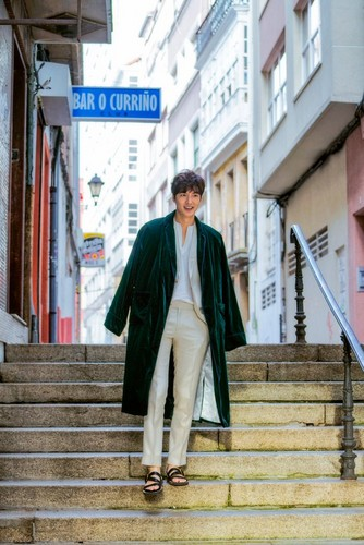Lee Min Ho wallpaper with a business suit, a street, and a well dressed person called The Legend of The Blue Sea Stills Cut