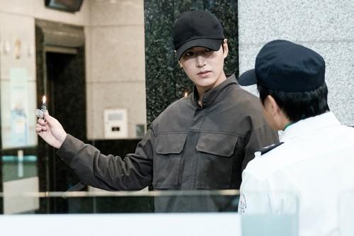Lee Min Ho hình nền with a đường phố, street called The Legend of The Blue Sea