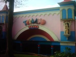 Toyland Tours (c)2005