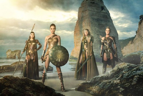 Wonder Woman (2017) karatasi la kupamba ukuta entitled Wonder Woman - Diana Prince, Queen Hippolyta and General Antiope