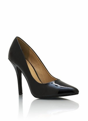 pointy toe faux patent pumps 32