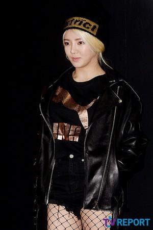 snsd hyoyeon puma bog sock party 12