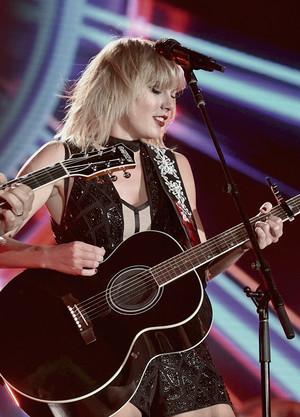 Taylor Performing at Formula 1 US Grand Prix