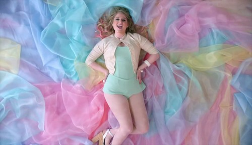 Meghan Trainor 壁纸 called All About That 低音 {Music Video}