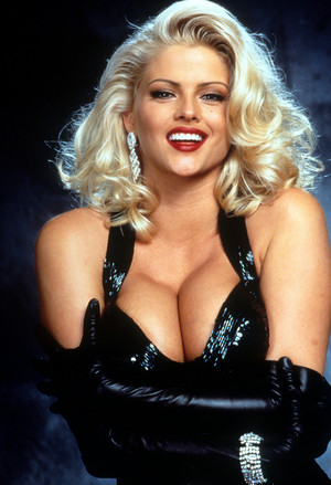 Anna Nicole Smith-Vickie Lynn Hogan ( November 28, 1967 – February 8, 2007)
