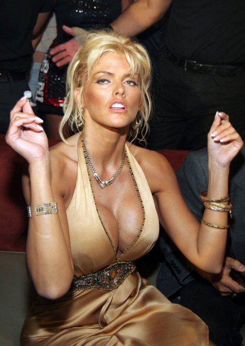 Anna Nicole Smith-Vickie Lynn Hogan ( November 28, 1967 – February 8, 2007)
