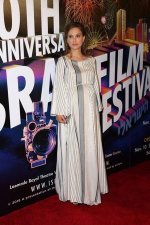 Attending the Israel Film Festival 30th Anniversary Gala Awards makan malam in Beverly Hills, CA (Novembe