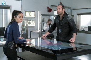 Blindspot - Episode 2.10 - Nor I, Nigel, AKA Leg In Iron - Promotional foto-foto