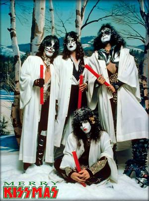 день 12 ~25 Days of KISSmas ~Hollywood California…October 19, 1976 (Creem Magazine)