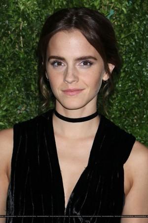 Emma Watson attends at the MoMA Film Benefit presented sa pamamagitan ng CHANEL, A Tribute To Tom Hanks