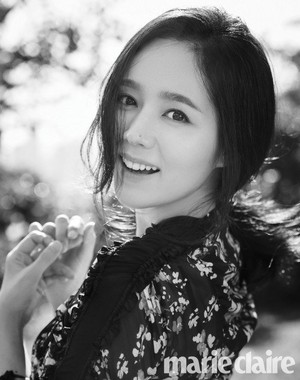 Han Ga In is a perfect goddess in 'Marie Claire'