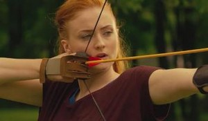 Jean Grey (Sophie Turner) shooting an Arqueiro in X Men Apocalypse 2016