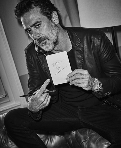 Jeffrey Dean morgan Hintergrund probably with a newspaper and a sign titled Jeffrey Dean morgan - Interview Magazine Photoshoot - 2016
