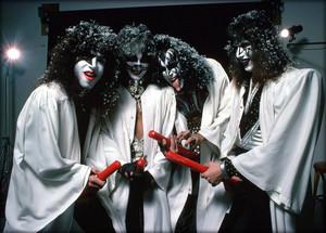 Kiss ~Hollywood California…October 19, 1976 (Creem Magazine)