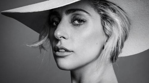 Lady Gaga karatasi la kupamba ukuta entitled Lady gaga