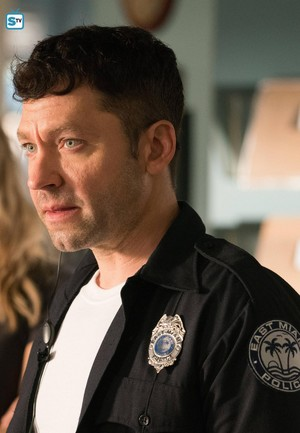 Michael Weston in Rosewood 2x10