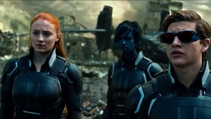 Team shot of Jean Grey Sophie Turner seguinte to Nightcrawler and Cyclops in X men Apocalypse 2016