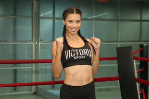 Train like an 天使 with: Adriana Lima