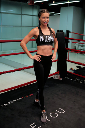 Train like an malaikat with: Adriana Lima