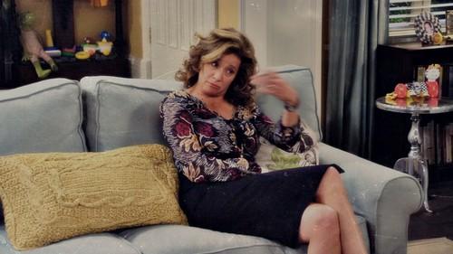 Nancy Travis karatasi la kupamba ukuta titled Vanessa Baxter