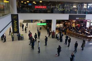 London gatwick south terminal arrivals feb 2014 2 33091
