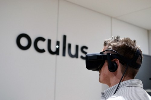Oculus Rift wallpaper entitled Road To VR s Paul James Tests The Oculus Rift CV1 At E3 2015