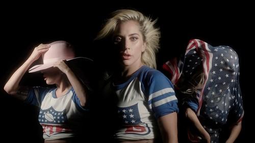 Lady Gaga karatasi la kupamba ukuta entitled NFL karatasi la kupamba ukuta