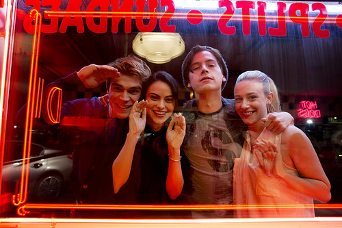 Riverdale (2017 TV series) fond d'écran entitled 1x01 'The River's Edge'