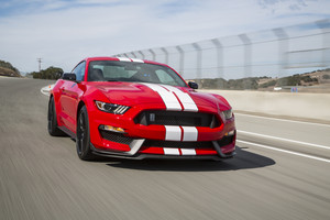 2016 Ford Shelby GT350 マスタング, マストン front three quarter in motion
